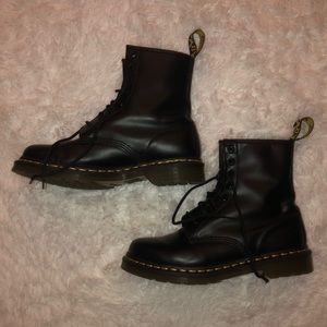 SIZE 9 WOMENS 1460 DR. MARTENS w/ LEATHER CARE KIT